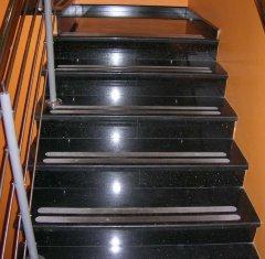 Гранитная лестница и ступени Абсолют Блэк.jpg