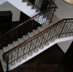 Лестница и ступени из мрамора Крема Нова.jpg