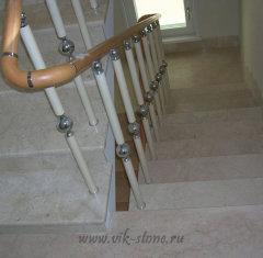 Лестница из мрамора Крема Нова.jpg