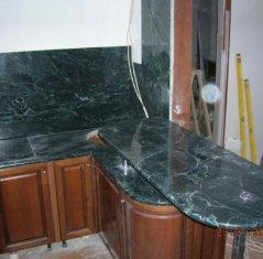 Кухонная столешница и фартук из натурального камня: Мрамор Верде Гватемале.jpg