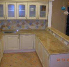 Кухонная столешница из натурального камня: Гранит Мадура Голд.jpg