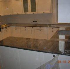 Кухонная столешница из природного камня: Гранит Лабрадор Антик.jpg