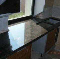 Кухонная столешница с подклейкой из натурального камня: Гранит Тан Браун.jpg