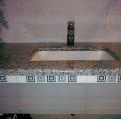 Столешница для ванной из натурального камня: Гранит Роял Вайт.jpg