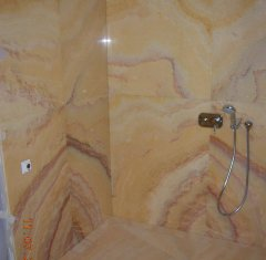 Облицовка ванной комнаты оникс Орандж Нуволато 2.jpg