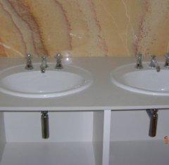 Столешница для ванной комнаты из камня Белый Агломерат.jpg